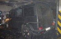 На парковці в Києві спалили Mercedes G55 громадського активіста