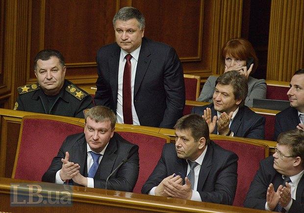 Арсен Аваков(стоит)