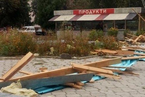 У Житомирській області сильний вітер зірвав дах з магазину