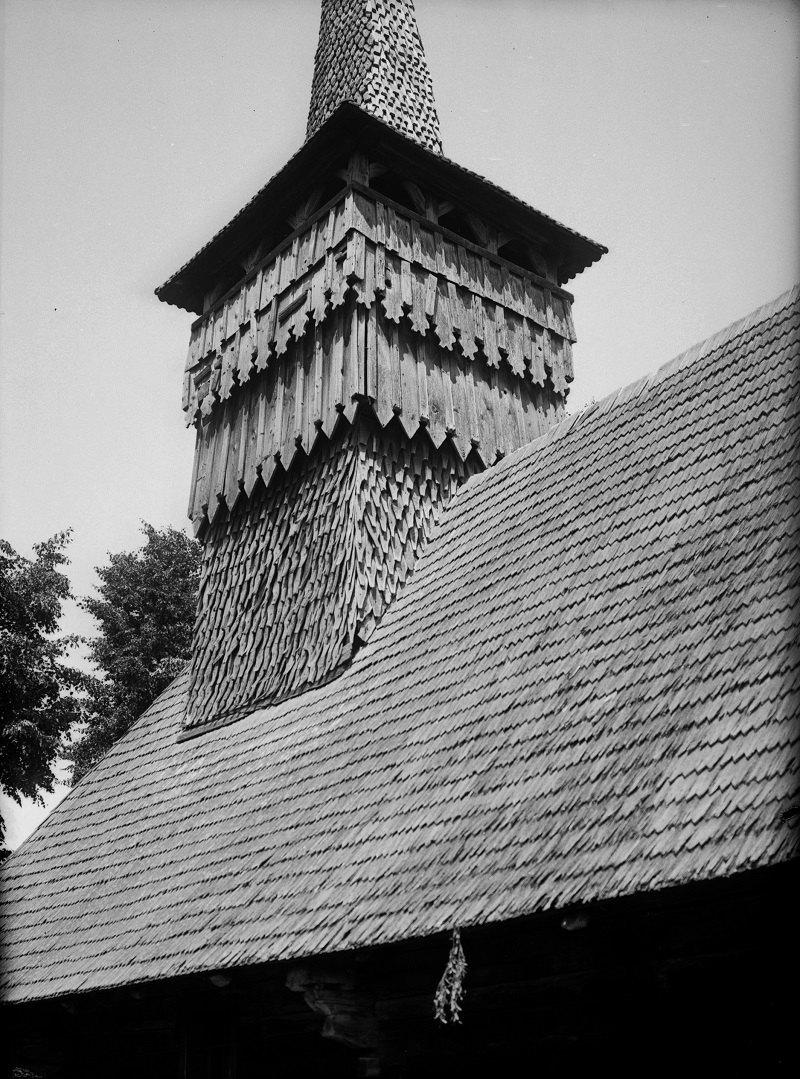 Оздоблення вежі церкви св. Миколая Чудотворця XVII ст. у Руському Полі. 1965 року церква була розібрана з ініціативи директора місцевої школи