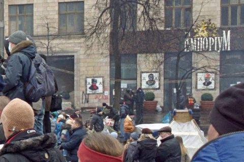 Автор знищених графіті на Грушевського в Києві відновить малюнки
