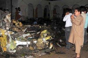 Жертвами крушения самолета в Пакистане стали 127 человек