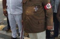 Индийский политик пришел на заседание парламента одетый, как Гитлер