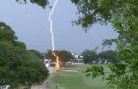 Під час жіночого турніру з гольфу US Open блискавка вдарила в дерево просто на полі