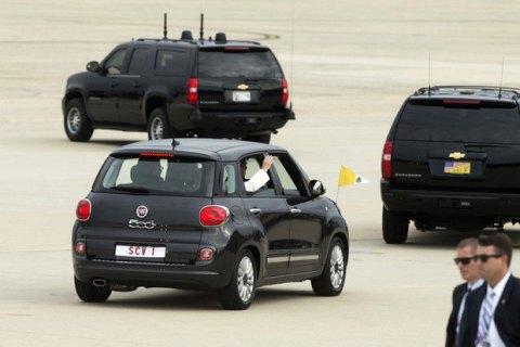 Чорний Fiat Папи Римського проданий на аукціоні за $300 тисяч