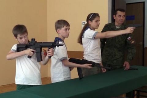 Російський ДТСААФ відкриє курси снайперів для школярів