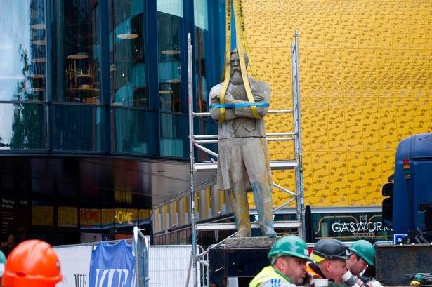 Памятник Энгельсу в Манчестере