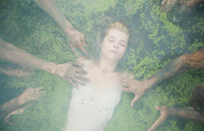 Кадр из фильма Когда падают деревья