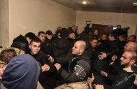 За массовую драку в суде Одессы полиция задержала 49 человек