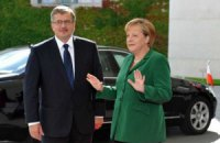 Коморовский обсудил с Меркель ситуацию в Украине