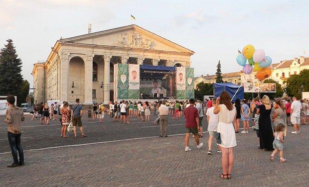 Один из концертов в центре города в предверии дня тишины