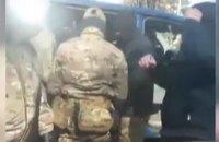 Силовики задержали крымскотатарского активиста в Симферополе