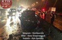 В Киеве водитель, убегая от полиции, врезался в четыре автомобиля, два человека погибли