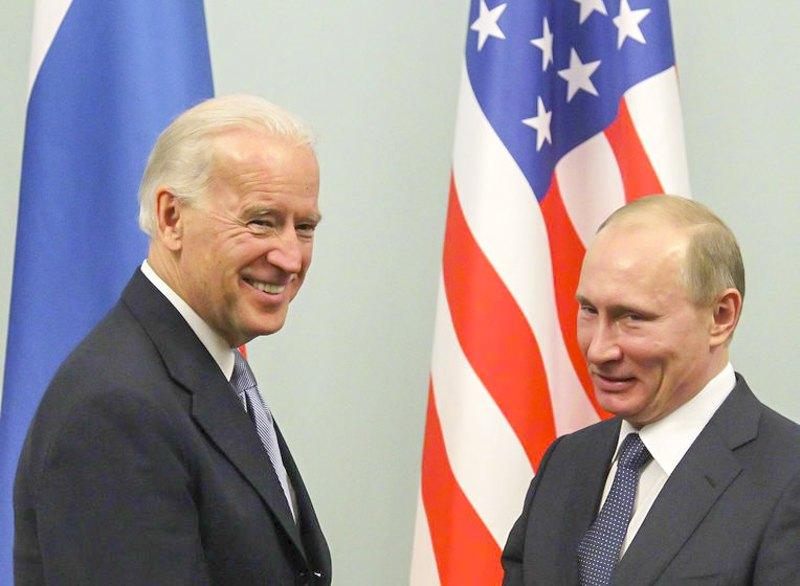 Вице-президент США Джо Байден и премьер-министр РФ Владимир Путин во время встречи в Москве, 10 марта 2011 г.