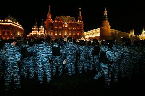 После митингов в Москве и других российских городах начали задерживать прохожих