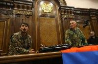 В Армении демонстранты захватили здание парламента и избили его главу