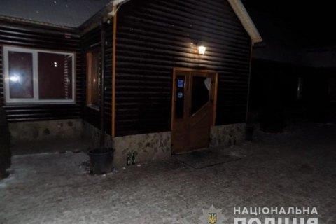 В Карпатах мужчина во время конфликта в баре облил иностранца бензином и поджег