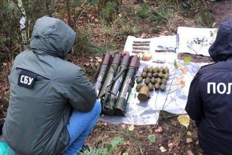 На Ровенщине СБУ обнаружила замаскированный схрон с гранатами и взрывчаткой