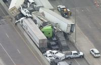 В американському Техасі на слизькій дорозі зіткнулися 133 автомобілі
