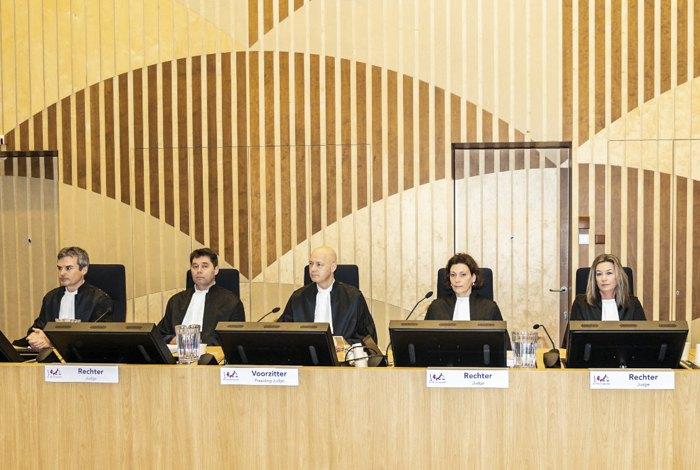 Засідання суду у справі збитого МН17, суддя Хелейн Керстенс-Фокенс (друга праворуч)
