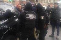 В Одесской области на крупной взятке задержали трех чиновников и полицейского