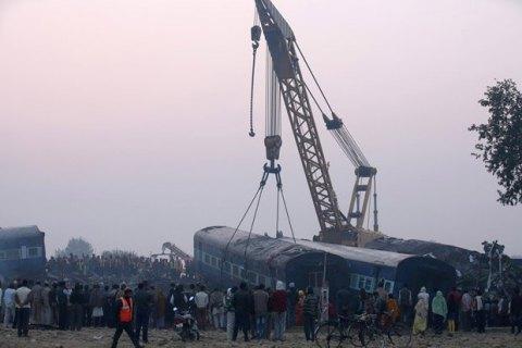 Число загиблих у залізничній катастрофі в Індії зросло до 128 осіб