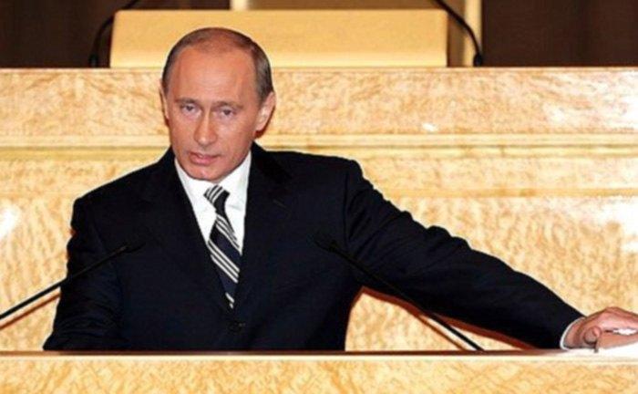 Владимир Путин во время ежегодного Послания Федеральному Собранию, 2005