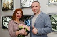 Победительница розыгрыша квартиры от DIM group подписала документы на квартиру