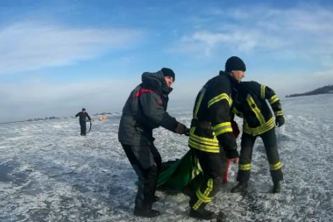 Катастрофа воЛьвове. Двое школьников провалились под лед, одного неспасли