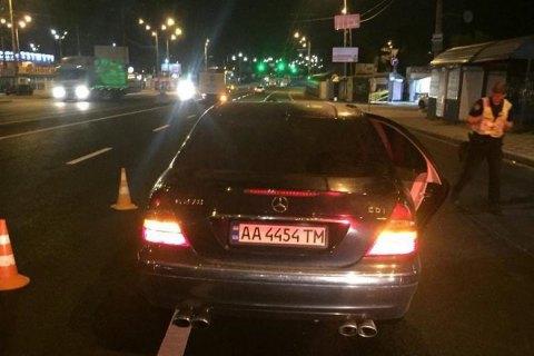 """У Києві біля """"Академмістечка"""" Mercedes насмерть збив на жінку на пішохідному переході"""