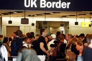 Иммигрант судится с властями за то, что его сделали несчатным