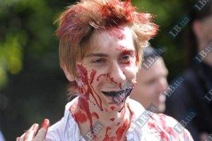 По Киеву прошли колонны зомби