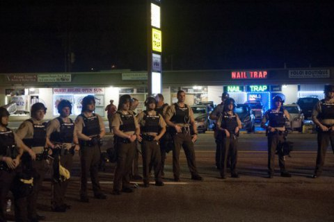 Американське місто Сент-Луїс охоплене заворушеннями після вбивства темношкірого підлітка поліцейськими