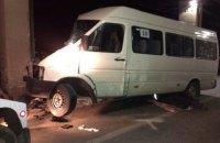 В Запорожье маршрутка с пассажирами врезалась в столб