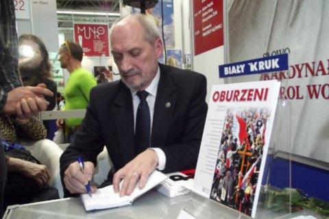 Министра обороны Польши раскритиковали за распространение слухов о еврейском заговоре