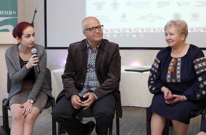 Ева на международной конференции «Практика паллиативной помощи в Евразийском регионе» (слева), Ивано - Франковск, 17-18 октября