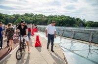 В Киеве могут установить бронированное стекло на новом пешеходном мосту