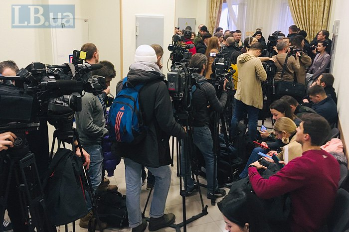 Журналісти очікують на засідання суду по Юлії Кузьменко