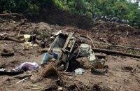 Два автобуса попали под оползень на севере Индии, погибли 46 человек