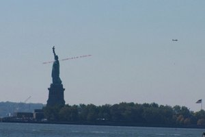 Виходець із СРСР у США найняв літак, щоб попросити Ромні про допомогу