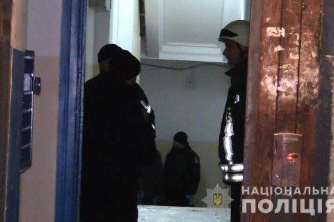 У Києві у під'їзді багатоповерхівки стався вибух