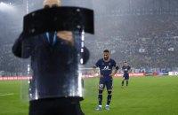 """Неймара во время матча против """"Марселя"""" полицейские оберегали от фанов щитами"""