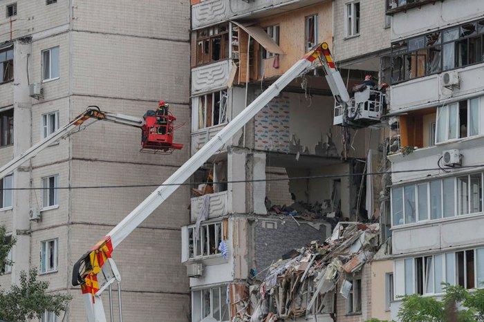 Рятувальники працюють на місці вибуху