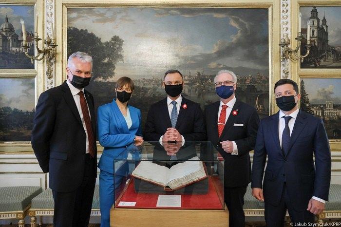 Лідери п'яти держав на святкуванні 230-ї річниці Конституції Польщі