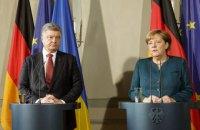 Меркель поздравила Порошенко с прогрессом в создании антикоррупционного суда