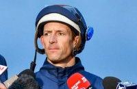 На престижних перегонах жокей угробив чужого кіня і мало не вбив конкурента