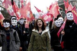 У Туреччині поліція застосувала водомети проти демонстрантів, які критикують ісламізацію шкіл