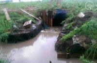 Сильный дождь утопил блиндажи военных на блокпосту под Мариуполем