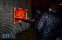 В Киеве 20 человек в масках подожгли здание на строительной площадке