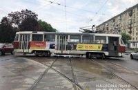 В Харькове трамвай сошел с рельсов и врезался в легковушку